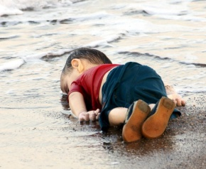 REFILE - CORRECTING BYLINEATTENTION EDITORS - VISUALS COVERAGE OF SCENES OF DEATH OR INJURYA young migrant, who drowned in a failed attempt to sail to the Greek island of Kos, lies on the shore in the Turkish coastal town of Bodrum, Turkey, September 2, 2015. At least 11 migrants believed to be Syrians drowned as two boats sank after leaving southwest Turkey for the Greek island of Kos, Turkey's Dogan news agency reported on Wednesday. It said a boat carrying 16 Syrian migrants had sunk after leaving the Akyarlar area of the Bodrum peninsula, and seven people had died. Four people were rescued and the coastguard was continuing its search for five people still missing. Separately, a boat carrying six Syrians sank after leaving Akyarlar on the same route. Three children and one woman drowned and two people survived after reaching the shore in life jackets. REUTERS/Nilufer Demir/DHAATTENTION EDITORS - NO SALES. NO ARCHIVES. FOR EDITORIAL USE ONLY. NOT FOR SALE FOR MARKETING OR ADVERTISING CAMPAIGNS. THIS IMAGE HAS BEEN SUPPLIED BY A THIRD PARTY. IT IS DISTRIBUTED, EXACTLY AS RECEIVED BY REUTERS, AS A SERVICE TO CLIENTS. TURKEY OUT. NO COMMERCIAL OR EDITORIAL SALES IN TURKEY. TEMPLATE OUT